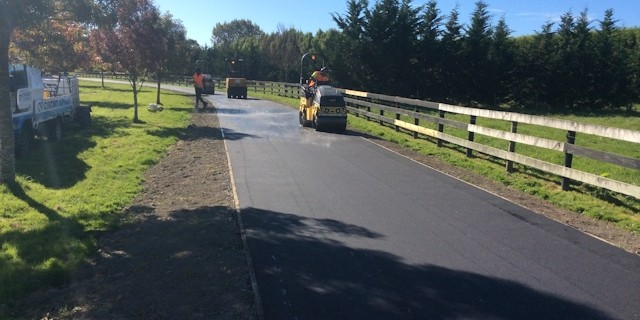 Adding the finishing touches to an asphalt driveway